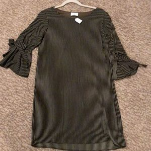 Everly dress size small bell sleeve dress